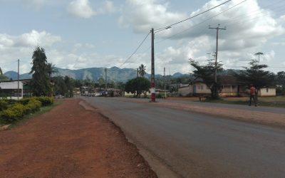 Mbembe nsouan ä Okola (Bienvenue à Okola)