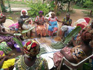 Formation : transformation du tubercule de manioc en bâton de manioc